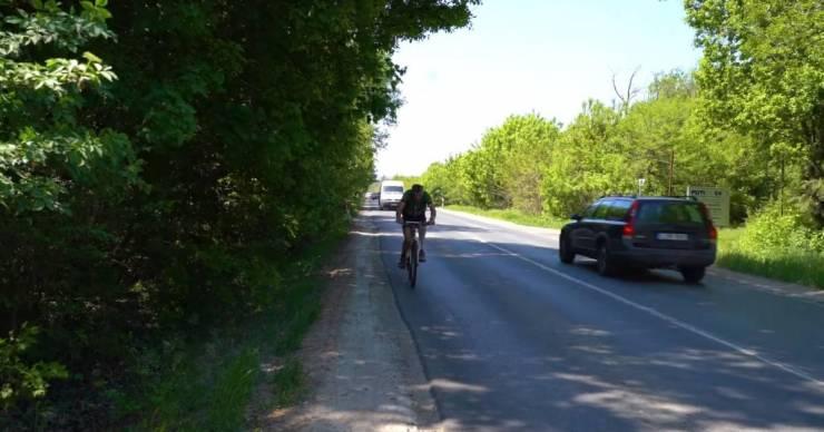 Akár jól is kinézhetne a 492 millióért tervezett fóti bicikliút, csak nyolc éve nem készült el