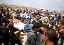 Videó: a gázai tüntetőt hátba lövik