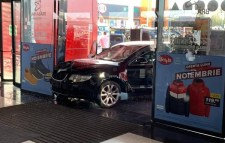 Egy embert megkéselt, gyalogosokat gázolt el, majd egy bevásárlóközpontba hajtott egy férfi Brãilán