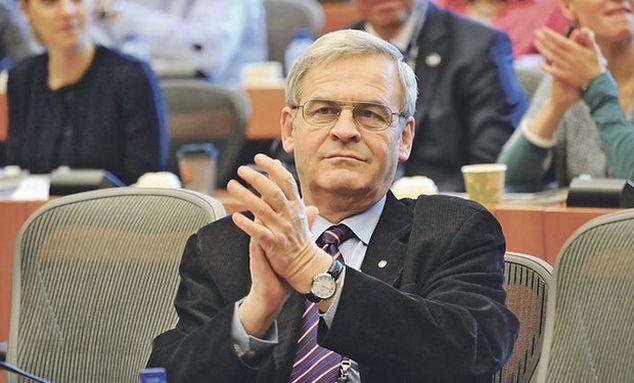 Cãtãlin Ivan kérni fogja az Európai Parlament vezetõségét, hogy részesítse fegyelmi megrovásban Tõkés Lászlót