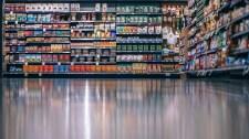 Hivatásos maszkellenőröket vetnének be a hazai boltokban