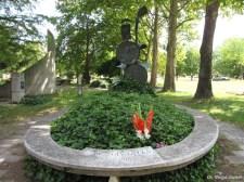 Ellopták Mészöly Gyula síremlékének szobrát a kecskeméti köztemetőből – vörösrézből készült