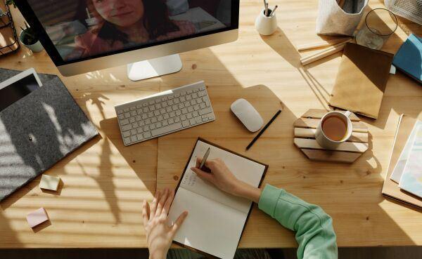 Nézőpontok találkozása: az online oktatás pozitív oldala