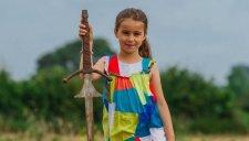 Egy kislány kardot talált abban a tóban, amelybe a legenda szerint Artúr halála után beledobták az Excaliburt