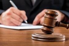 Bírákból lehetnek ügyészek, ügyészekbõl lehetnek bírák. Az államfõ nem utasíthatja vissza a kinevezést