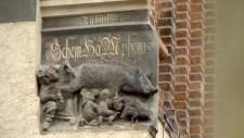 Bármennyire kínos is az érintetteknek, maradnak a disznót szopó zsidók Wittenbergben