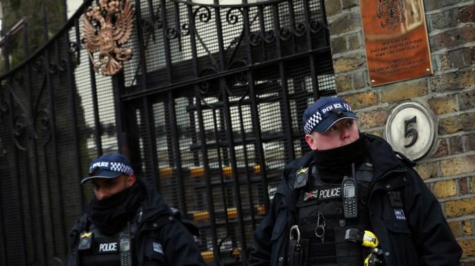 """""""Képmutató"""" brit hatóságok megtagadják orosz diplomaták találkozását Szkripál lányával"""