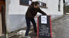 Tiltakoznak a korlátozások ellen, több száz étterem és bár nyitott ki Csehországban