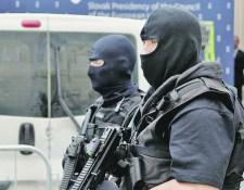 Komárom környékén razziázik a NAKA, öt gyanúsítottat vettek őrizetbe