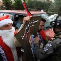 A Karácsony sem szent nekik: Békés menetelőkre támadtak az izraeli katonák (videofelvétel)