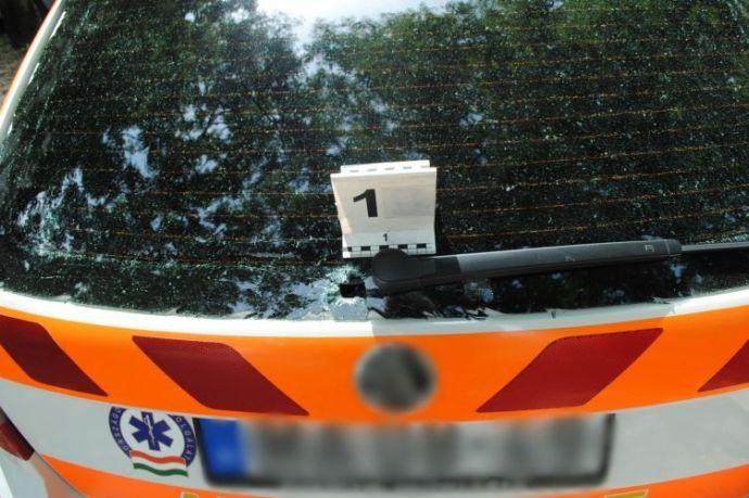 A zuglói fiatalember nem hagyta, hogy békés vasárnapi sétáját holmi szirénázó mentőautó zavarja meg