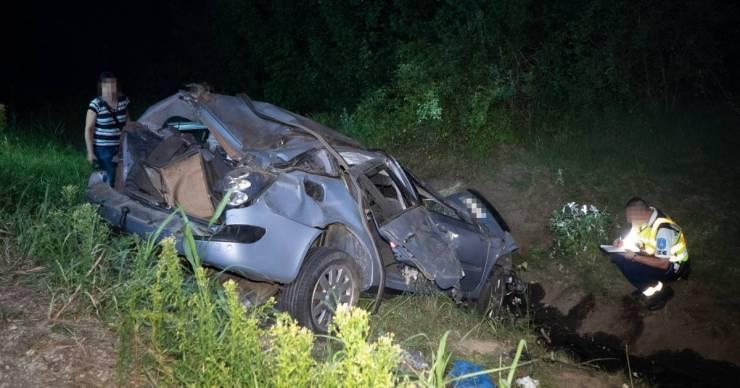 Négy halott: migránsokat csempészett a NAV-osok elől menekülő sofőr az M6-oson