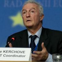 A nap vicce: Az EU terrorizmus elleni koordinátora nem gondolja, hogy migránsok között vegyülnek el a terroristák
