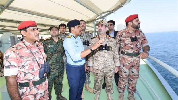 Irán és Omán közös tengeri hadgyakorlatot tartott