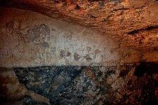 Titokzatos feliratokat találtak egy kétezer éves fürdő falain Izraelben