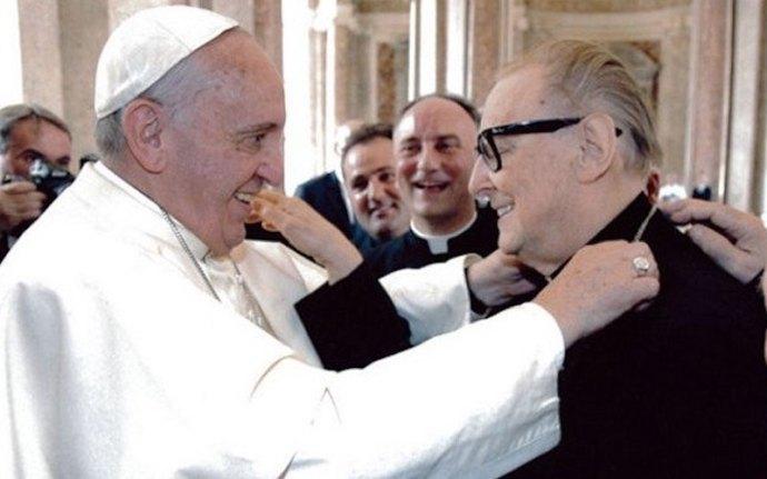 Olasz katolikus püspök: az összes templomot mecsetté alakítanám, hogy megmentsem a menekülteket