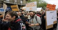 Ki kell takarítani Budapestet, mert összefújta a szél a szemetet