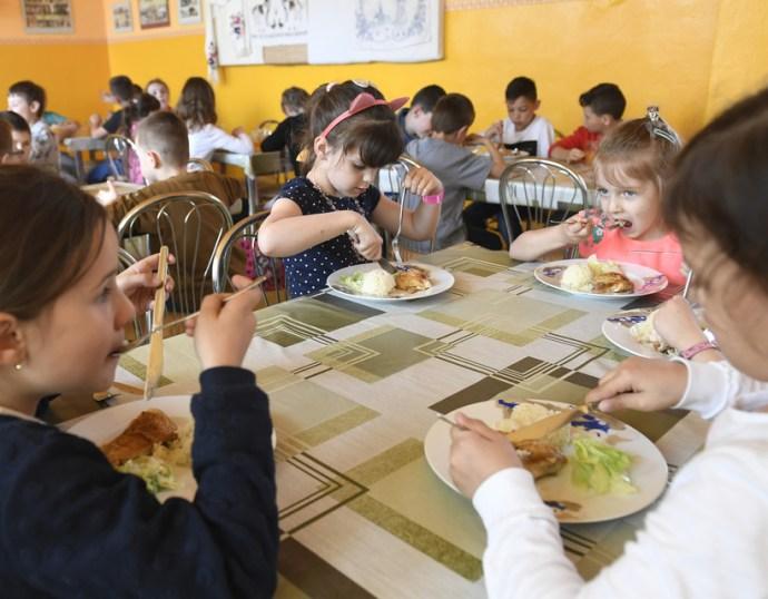 Június 1-jétől kinyithatnak a bölcsődék és működhetnek az iskolai étkezdék is
