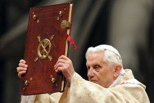 Na, ezért távolították el XVI. Benedek pápát