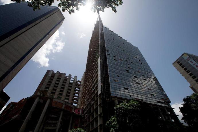 Több ezer lakásfoglaló özönlötte el a toronyházat