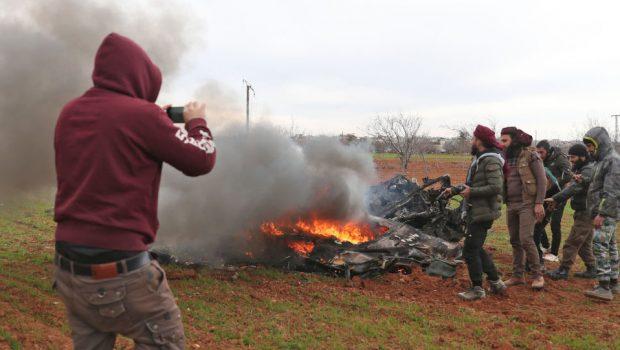 A terroristák lelőttek egy szíriai katonai helikoptert Idlebben