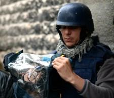 Összetörték az újságírók kameráját, zsebtelefonjukat lenyúlták a világ legerkölcsösebb hadseregének katonái
