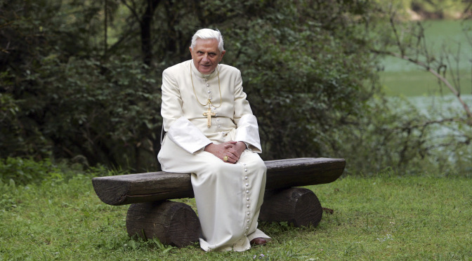 """Ezért """"váltották"""" le oly gyorsan XVI. Benedek pápát"""