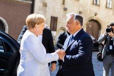 Orbán Merkelnek örvendezett Sopronban