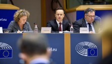 A tegnapi EP-vita tanulságai: sem tényekkel, sem szónoklatokkal nem tudták kikezdeni a magyar álláspontot