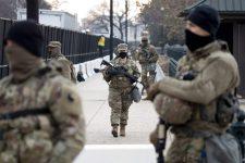 Átvilágítják mind a huszonötezer Washingtonba vezényelt nemzeti gárdistát