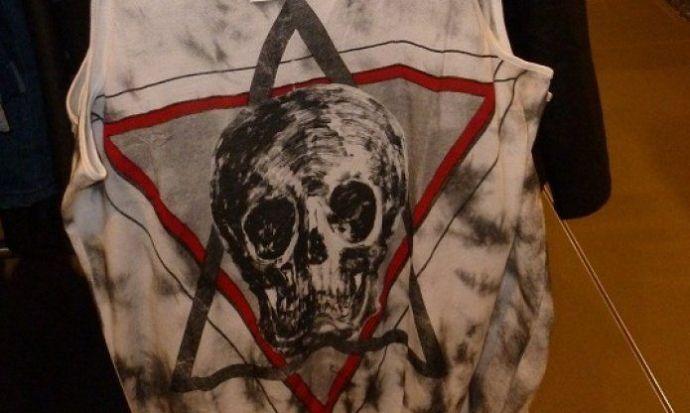 Egy divatárulánc elfelejtette, hogy csak a keresztény jelképekkel lehet büntetlenül gúnyolódni