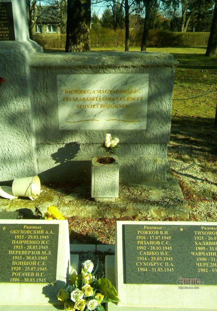 Így járt Keszthelyen a dicső szovjet felszabadítók egyik emlékműve