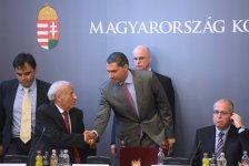 Lázár befejezte, a jövőben nem akar kormánytag lenni – azért utalt rá, hogy 10 év múlva is annyi idős lesz, mint most Orbán