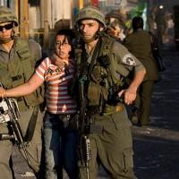Így rázzák fel álmukból a katonák a palesztin gyerekeket Hebronban