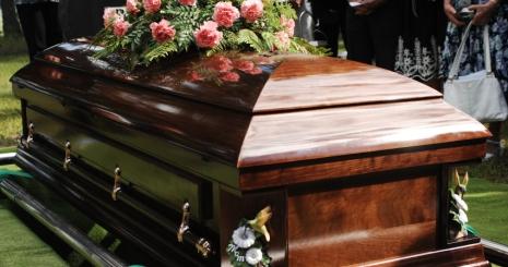 Katonai tisztelatadással temették el Bukarestben Cseh Szabolcs kaszkadőrt