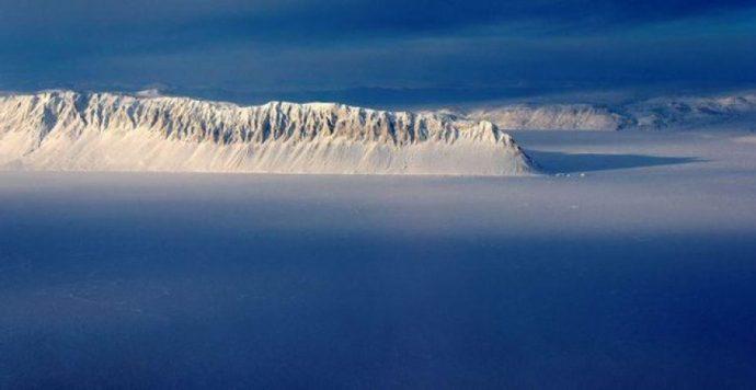 Látványos felvételeket készítettek Kanada utolsó érintetlen sarkvidéki selfjegének darabokra töréséről