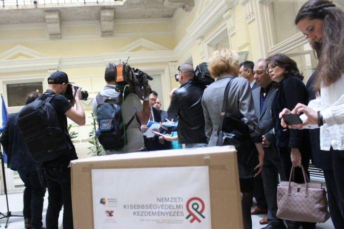 Halasztják a Minority SafePack támogatói aláírásainak benyújtását