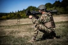 Honvédelem: svéd páncéltörők a magyar katonák vállán