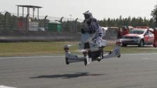 Nyilvános tesztrepülést végzett az orosz repülő motorkerékpár