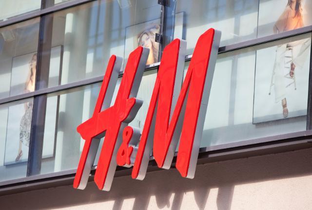 Meggyilkoltak egy munkásnőt, tömegek követelnek védelmet a H&M-től