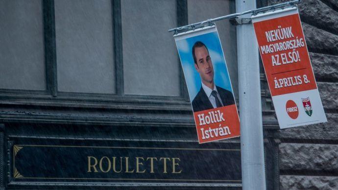 Legalább szokják a lámpavasat: szinte ingyen adja elefántfül reklámtábláit Orbán egyik szotyis cimborájának cége