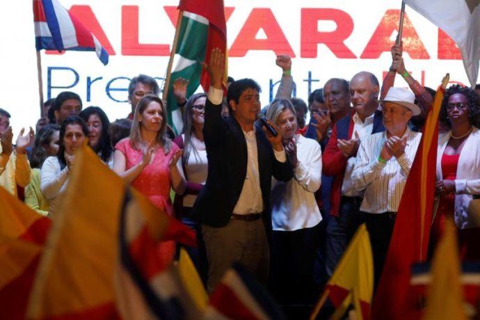Sikerült az egyetlen buzisimogató jelöltet elnökké választani Közép-Amerika Svájcában