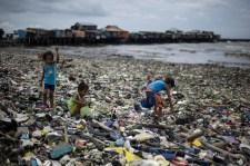 Nyolcvanezer tonnás szemétszörny úszik a Csendes-óceánon