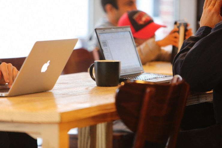 Felmérés: Megduplázódott a közösségi oldalakon jelen lévő cégek száma