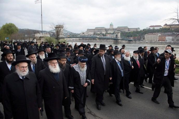 Egy kis nosztalgia: kétszáz rabbi a Duna-parton