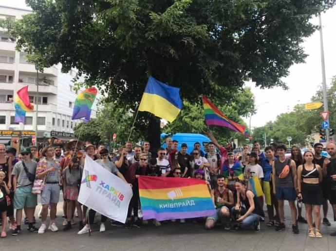 Radikálisok rátámadtak a homoszexuális menet résztvevőire Harkivban