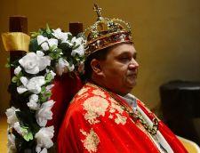 Királlyá koronázták –  I. Róbert, a romák új királya