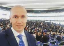 """A DK azt szeretné, ha a határon túli Fidesz-szavazók is fizetnének, amiért a magyar kormány """"lopja"""" az EU-s pénzeket"""