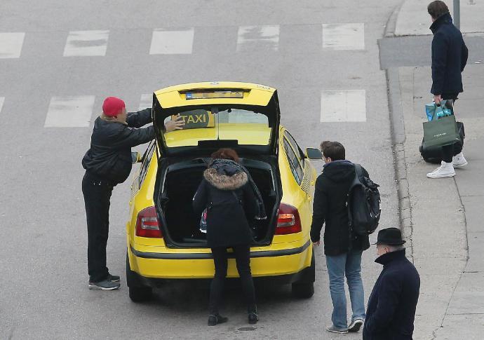 A besárgult taxishiénák fenyegetőbbek lettek