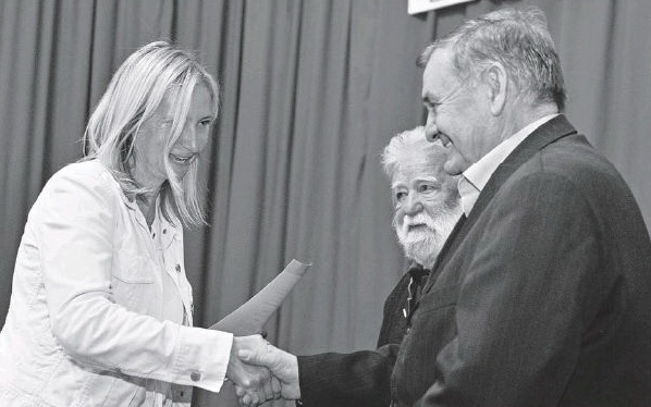László Petra díjat vett át – szinte mindenki eltitkolta, de a zsidó bloggerek jól leleplezték